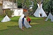 Malí indiáni osídlili hradišťskou Zahradu lišky Bystroušky