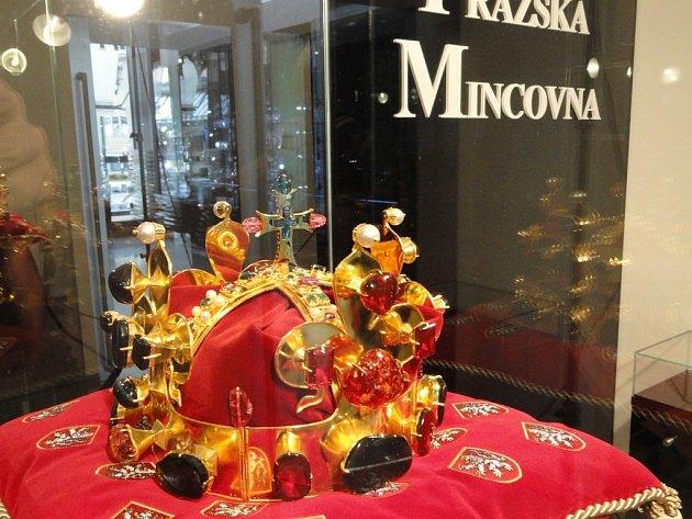 Replika Svatováclavské koruny.