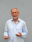 Spisovatel Vlastimil Hela.
