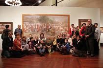 Zhlédnout unikátní sbírku obrazů slavného slováckého malíře Joži Uprky u příležitosti 150. výročí jeho narození se do Prahy vydal o uplynulé neděli také plný autobus Vlčnovjanů.