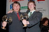 Nejlepším trenérem byl vyhlášen Robert Sklenář (vlevo), vítězem kategorie nad 15 let a dospělých se pak stal jeho svěřenec a syn Martin.