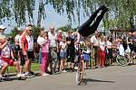 Sportovní podnik Na kole dětem přivedl cyklistický peloton také do Drslavic