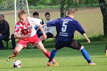Fotbalisté Drslavic (v tmavém). Ilustrační foto