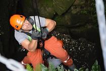 Hasiči z Uherského Hradiště ve čtvrtek 3. září na hradě Buchlově nacvičovali záchranu osoby, která spadla do 14 metrů hluboké studny.