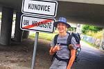 Student Maxim Havlík putuje pešky z Uherského Hradiště až do Aše.