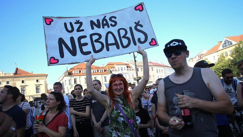 Demonstrace za nezávislou justici a proti vládě Andreje Babiše na Masarykově náměstí v Uherském Hradišti - 11. 6. 2019