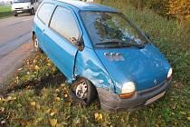 Řidič Reanultu Twingo boural na cestě mezi Nivnií a Uherským Brodem. Nadýchal 2,25 promile alkoholu.