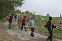 DÍLY. Areál bude z části ohrazen plotem z mladých listnáčů.