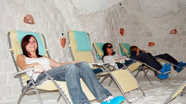 Relaxace v solné jeskyni.