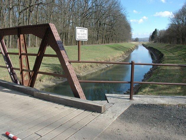 Podél toku řeky Olšavy až k ocelovému mostu vyroste brzy nová cyklostezka.