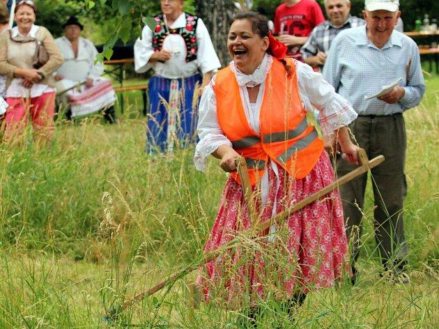 Antonínkové zpívání a sečení trávy v Ostrožské Lhotě