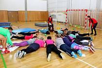 ŠKOLA VPOHYBU. Učitelé i děti se při semináři vbuchlovické hale Cihelna těšili znových sportovních aktivit.