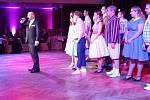 Oskaři a Pieroti: udělování cen za divadelní výkony na Divadelním plese v Uherském Hradišti.