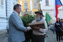 Skauti pochodovali centrem Hradiště. Konečně mohli oslavit své výročí 100 let existence. Výstava ve Hvězdě je jedním z vrcholů oslav.