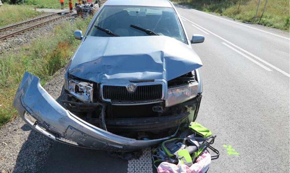 Všichni účastníci nehody skončili v nemocnici.