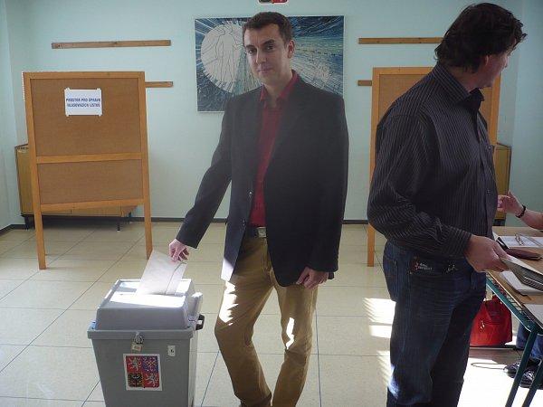 Hradišťan Martin Mynář přišel kvolbám nejen jako volič, ale aktivně se na jejich organizování ipodílel.