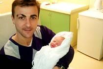 Kapitánovi fotbalistů 1. FC Slovácko Vítu Valentovi a jeho ženě Andreji se v úterý ve 3:38 ráno narodila dcera Viktorie.
