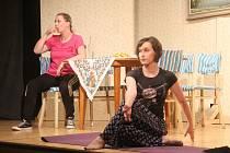 Divadelní spolek Pod lampú v Bánově uvedl premiéru své druhé hry s názvem Biomatka. Ta pojednává o soužití staršího páru s dcerou, která se po nevydařeném vztahu vrací z Anglie se dvěma dětmi domů na Slovácko.