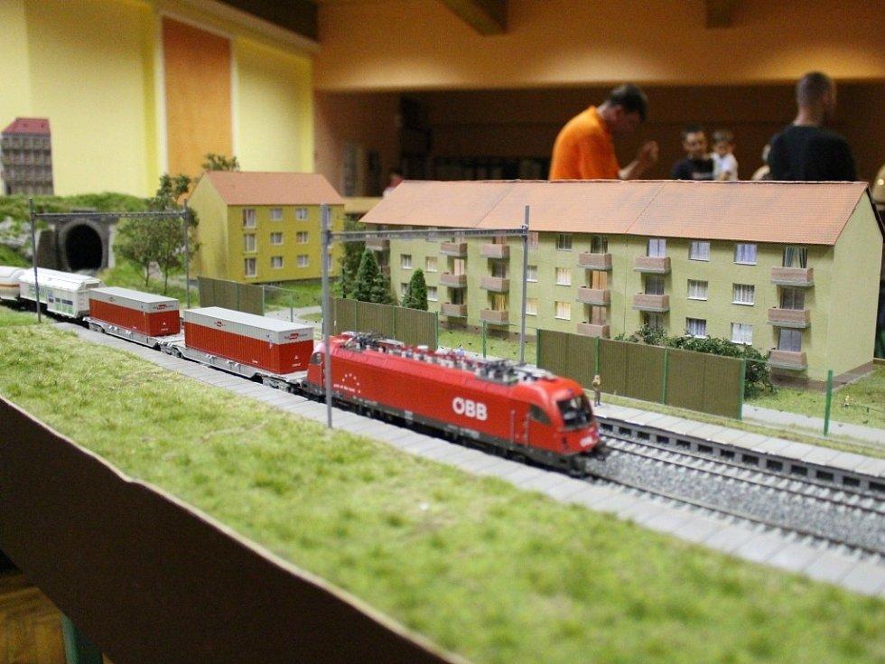 Výstava modelů vláčků a železnic v Hluku