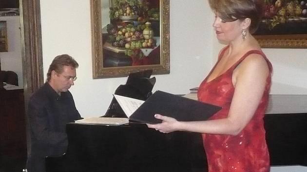 Klavírista Martin Jakubíček a mezzosopranistka Táňa Janošová