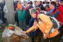 Na sto členů hradišťského KČT a občanů Košíku se vsobotu zúčastnilo pietního aktu sodhalením pamětní desky Zdeňku Sedláčkovi, ale i pochodu po turistické trase Skalky.