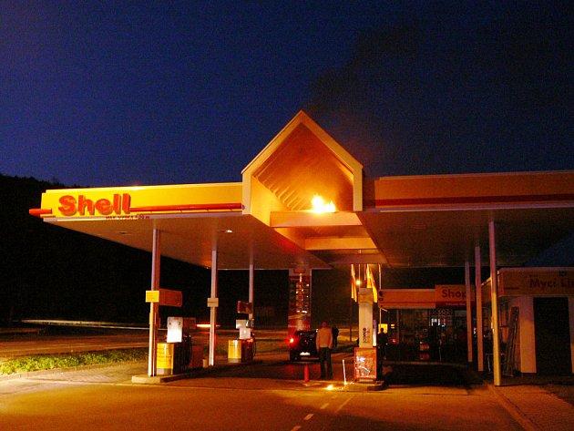 Požár čerpací stanice.