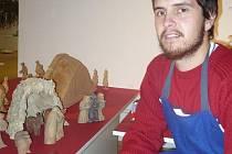Strážnický řezbář Martin Ospalík vystavuje v Galerii Slováckého muzea i svůj betlém
