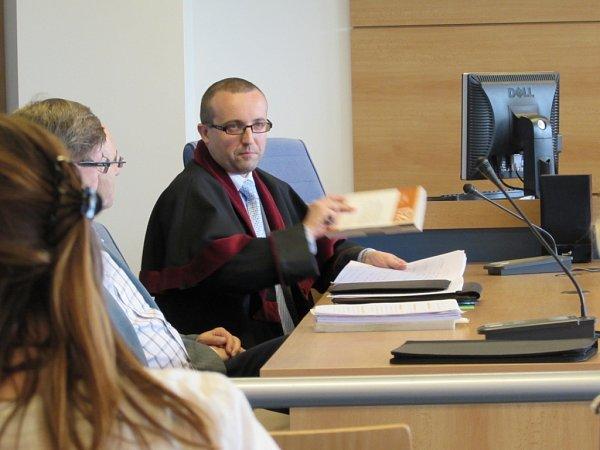 Jednu ze stran soudního jednání ktragédii uKauflandu vUherském Hradišti, představuje státní zástupce Roman Kafka.