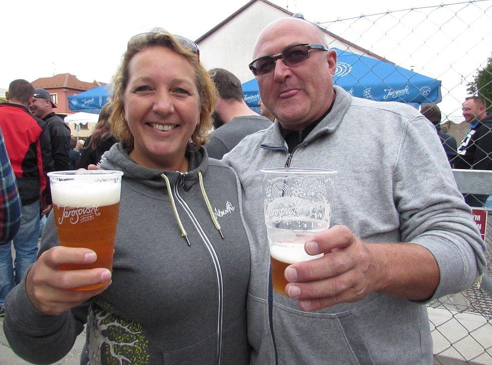 Jarošovský Oktoberfest bavil na dvě tisícovky milovníků piva. Pár ze Zlína.