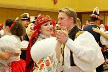 KRÁSA KROJŮ. Při krojovém plesu vBabicích uvidí návštěvníci tančit hned dvě besedy, moravskou a slovenskou.