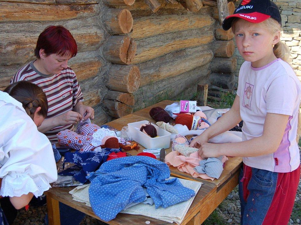 V Archeoskanzenu Modrá se o víkendu uskutečnila Škola starých řemesel pro mládež.