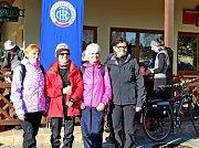 Na tři pěší túry a jednu pro cyklisty vyrazilo vsobotu 100 cyklistů. Vcíli obdrželi pamětní list.