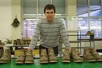 Dlouholetý ředitel výrobní divize firmy Baťa v Dolní Němčí Dušan Kopiar těsně před tím, než ve své funkci skončil a vrátil se na rodné Slovensko.