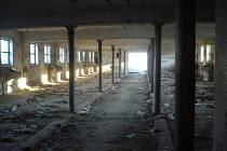 Některé budovy bývalé hradišťské konírny s oblibou využívají bezdomovci jako místo pro přespání.