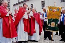 Na čtyři tisíce lidí se v neděli 23. května zúčastnilo v pořadí už osmé celonárodní pouti včelařů na svatém Hostýně. Vyšší účasti podle organizátorů akce zabránily zejména povodně v severní části Moravy.