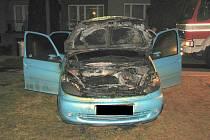 Požár motoru auta likvidovali hasiči u Veletin.