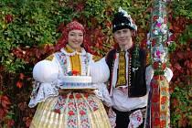 Soutěžní pár číslo 18 – Martina Janečková a Miroslav Káňa, mladší stárci na hodech v Babicích 17. – 18. října.