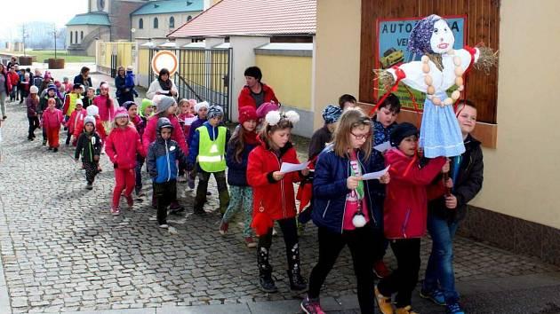 Děti z velehradské školky vynesly zimu