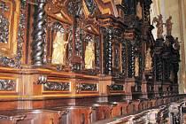 Chórové lavice ve velehradské bazilice pocházejí z přelomu sedmnáctého a osmnáctého století.