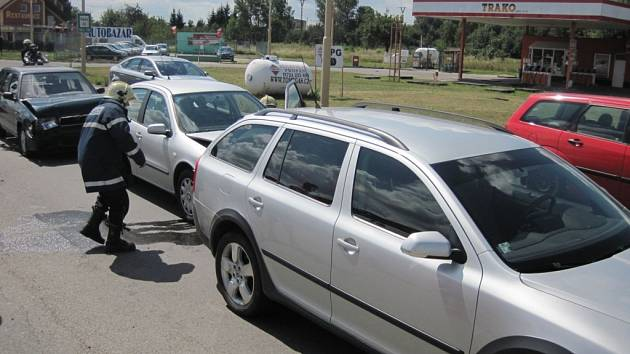 V babicích se v neděli srazila tři auta.