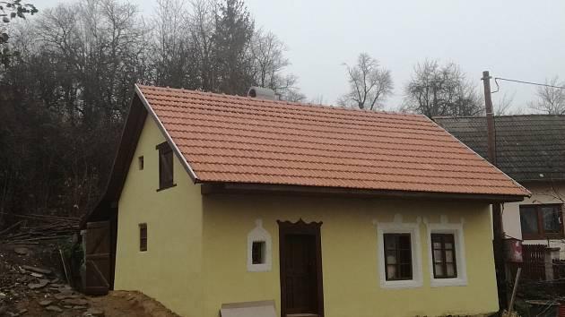 Venkovský dům číslo popisné 302 má v Bojkovicích za sebou první dvě fáze svých oprav. V první polovině roku 2019 má být upraveno jeho okolí.
