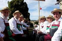 BÍLÉ, RŮŽOVÉ I MODRÉ. Hroznové bobule, víno, burčák i vystoupení folklorních souborů zaujmou návštěvníky V. burčákových slavností v Boršicích.
