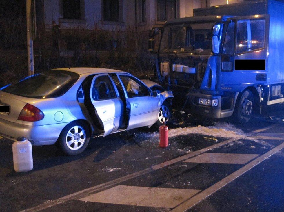 Žena v Uherském Brodě zranila sebe i své spolujezdkyně.