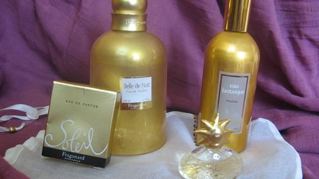 Francouzské parfémy se sluncem ve znaku.