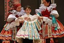 V sobotu 26. května večer v Klubu sportu a kultury ve Vlčnově předal v pořadu Předání vlády králů loňský vlčnovský král Jan Procházka vládu letošnímu králi Martinu Matušíkovi.