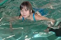 Děti z dětských domovů z celé Moravy si poměřily síly v bazénu.