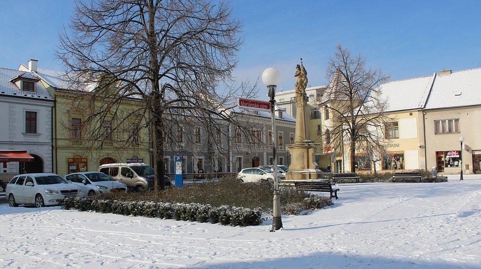 Uherské Hradiště zasněžené a pod ledem.Mariánské náměstí.