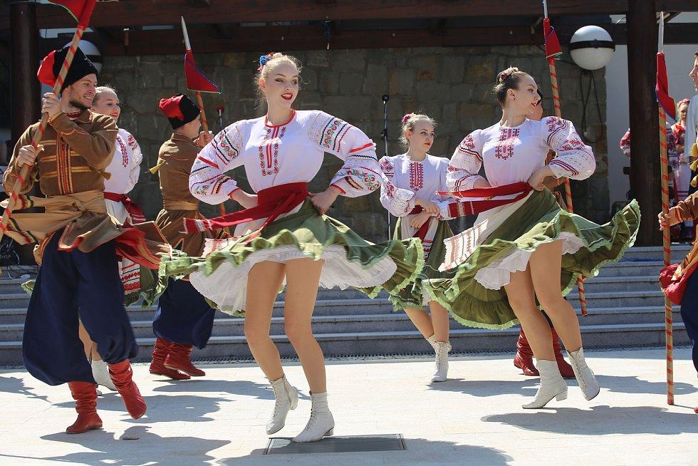Vystoupení mezinárodních folklórních souborů v muzeu J. A. Komenského v Uherském Brodě. Na snímku ruský soubor TANIK filk Dance Ensenble (Krasnodar)