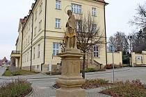 """Restaurátoři si """"posvítili"""" na sochy zapsané na seznamu kulturních památek obce Velehrad."""