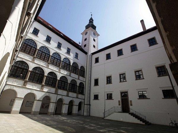 Zámecká věž vUherském Ostrohu.